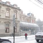 Fumando bajo la lluvia o La Rigidez de una Ley que Congela Chilenos